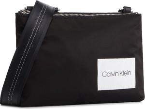 1db73825a57bc Czarna torebka Calvin Klein średnia w młodzieżowym stylu na ramię
