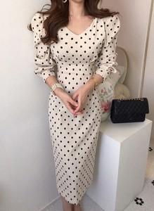 Sukienka Arilook z dekoltem w kształcie litery v z długim rękawem
