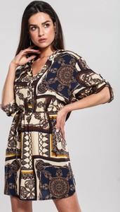 Sukienka Renee mini w stylu casual z dekoltem w kształcie litery v