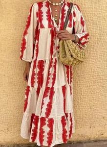 Sukienka Cikelly z dekoltem w kształcie litery v maxi