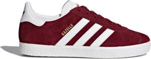 Czerwone trampki Adidas sznurowane z płaską podeszwą