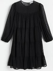 Czarna sukienka Reserved z długim rękawem z tkaniny z okrągłym dekoltem