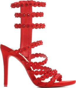Czerwone sandały Multu