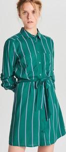 Zielona sukienka Cropp w stylu casual z długim rękawem koszulowa