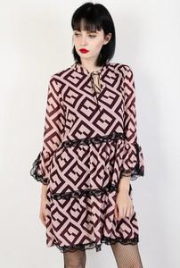 Sukienka Olika z żabotem oversize