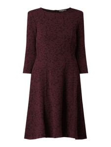 Czerwona sukienka Montego w stylu casual z długim rękawem z okrągłym dekoltem