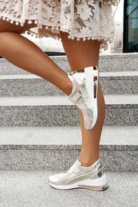 Srebrne buty sportowe Saway ze skóry na koturnie