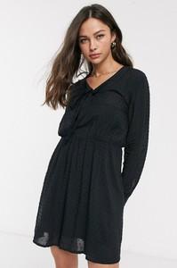 Czarna sukienka JDY z długim rękawem