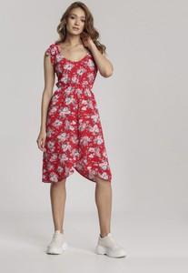 Czerwona sukienka Renee w stylu casual z okrągłym dekoltem midi