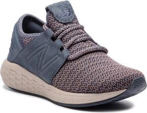Różowe buty sportowe New Balance w sportowym stylu na koturnie