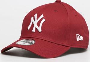 Czerwona czapka New Era