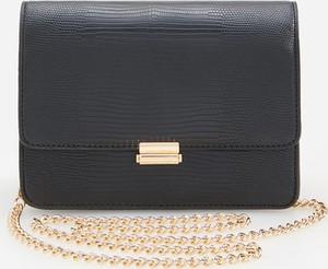Czarna torebka Reserved w stylu glamour mała