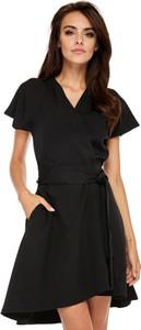 Czarna sukienka Ooh la la z krótkim rękawem z dekoltem w kształcie litery v