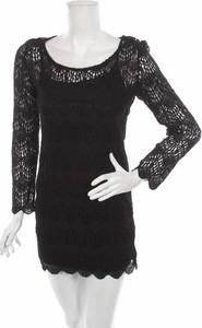 Czarna sukienka Olive & Oak mini z długim rękawem z okrągłym dekoltem