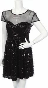 Sukienka Model Behaviour z krótkim rękawem rozkloszowana mini