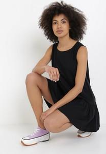 Czarna sukienka born2be bez rękawów mini z okrągłym dekoltem