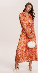 Pomarańczowa sukienka Renee maxi trapezowa z dekoltem w kształcie litery v