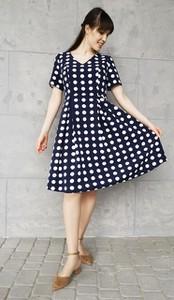 Granatowa sukienka Sklepfilloo midi z krótkim rękawem w stylu casual