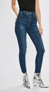 Granatowe jeansy Guess Jeans w street stylu