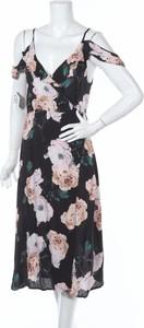 Sukienka Oscar-st rozkloszowana z dekoltem w kształcie litery v z krótkim rękawem