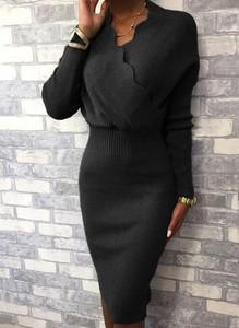 Czarna sukienka Cikelly midi z długim rękawem