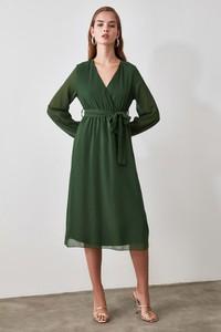 Sukienka Trendyol midi z dekoltem w kształcie litery v