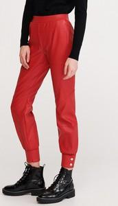 Czerwone spodnie Reserved ze skóry w rockowym stylu