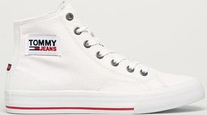 Trampki Tommy Jeans w sportowym stylu wysokie sznurowane