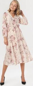 Sukienka born2be z długim rękawem z dekoltem w kształcie litery v midi