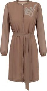 Brązowa sukienka POTIS & VERSO koszulowa z długim rękawem w stylu casual