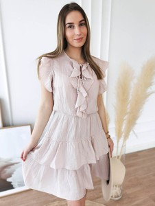 Różowa sukienka Perfe z okrągłym dekoltem z krótkim rękawem z bawełny