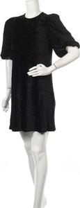 Czarna sukienka mbyM mini z okrągłym dekoltem