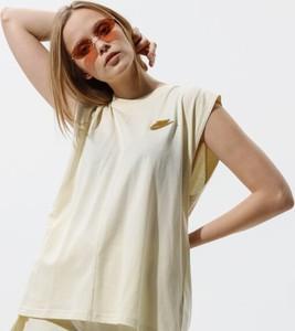 Bluzka Nike z krótkim rękawem z okrągłym dekoltem w sportowym stylu