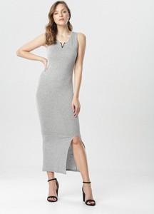Sukienka born2be z dekoltem w kształcie litery v dopasowana