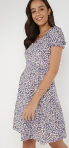 Sukienka born2be z dekoltem w kształcie litery v w stylu casual mini