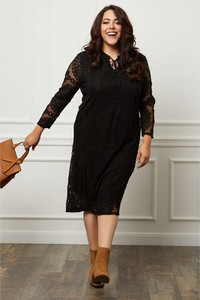 Czarna sukienka Curvy Lady midi