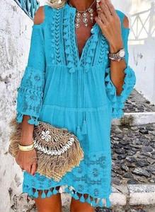 Turkusowa sukienka Arilook w stylu boho z okrągłym dekoltem