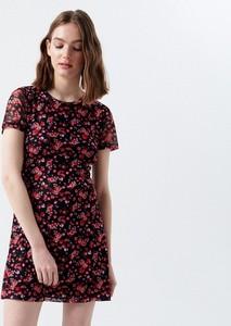 Sukienka Cropp mini z krótkim rękawem z okrągłym dekoltem