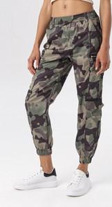 Zielone spodnie born2be w militarnym stylu