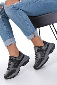 Sneakersy Casu sznurowane z płaską podeszwą