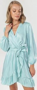 Sukienka born2be z długim rękawem w stylu casual z dekoltem w kształcie litery v