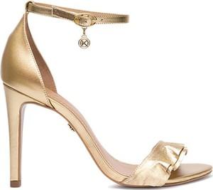 Złote sandały Kazar na wysokim obcasie ze skóry