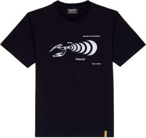 Czarny t-shirt LOCAL HEROES w młodzieżowym stylu