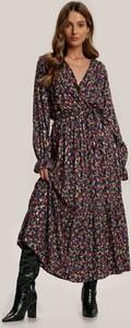 Granatowa sukienka Renee z dekoltem w kształcie litery v midi z długim rękawem