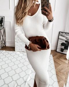 Sukienka Kendallme z długim rękawem dopasowana midi