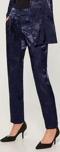 Granatowe spodnie Mohito z żakardu