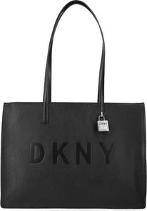Czarna torebka DKNY ze skóry na ramię duża