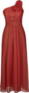 Czerwona sukienka Fokus maxi rozkloszowana z asymetrycznym dekoltem