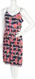 Sukienka Sugarhill Boutique w stylu casual z dekoltem w kształcie litery v