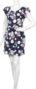 Sukienka Tenki z okrągłym dekoltem